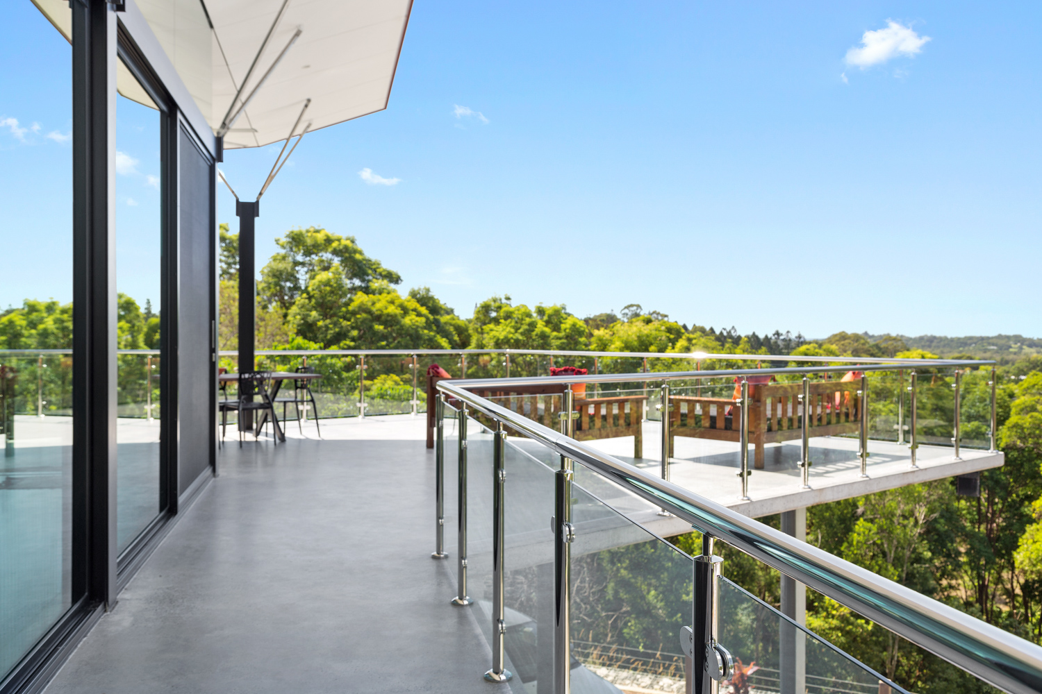 Stainless steel handrail and posts286