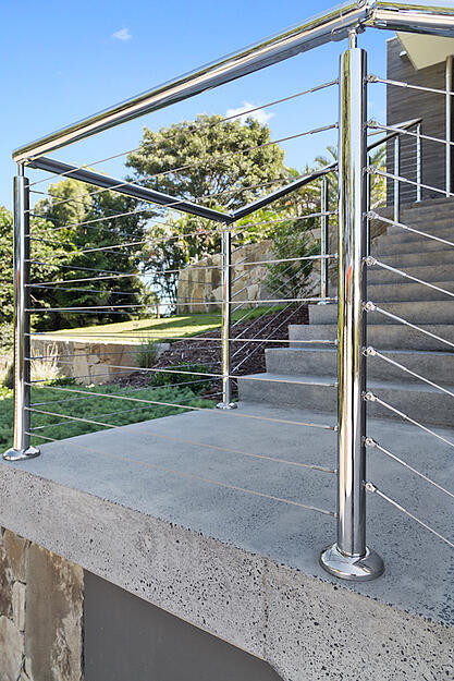 Stainless-steel-handrail-and-posts
